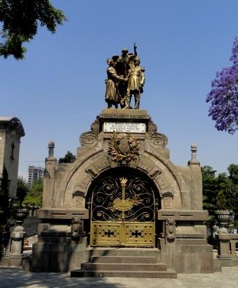 Panteones de Puebla, tesoros arquitectónicos