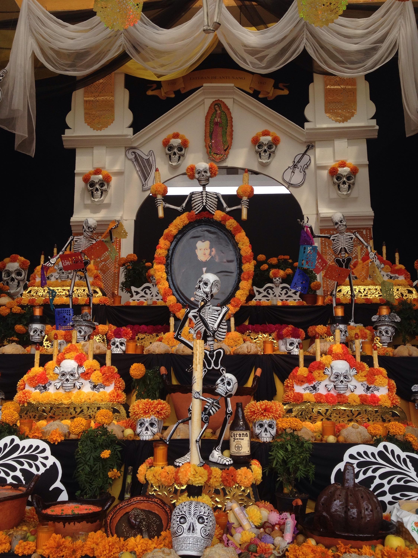 Altares de muertos deben incluir más de 20 elementos