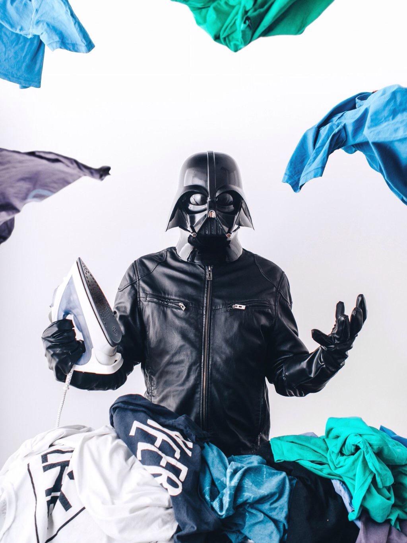Un fotógrafo imaginó cómo sería la vida diaria de Darth Vader