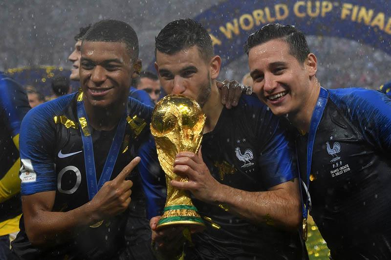 Aprovecha éxtasis mundialista para hurtar medalla