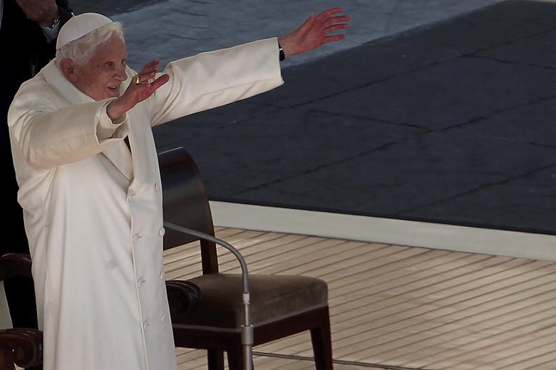 No me bajo de la cruz, dice Benedicto XVI