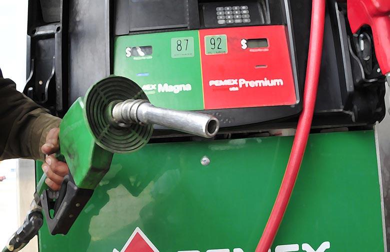 Estafan a poblanos más de 80 gasolineras