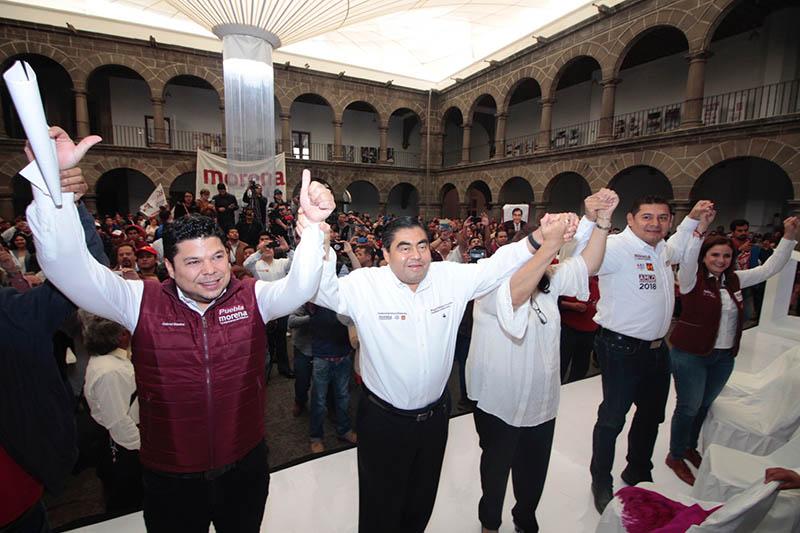 Barbosa se compromete a combatir la corrupción en Puebla