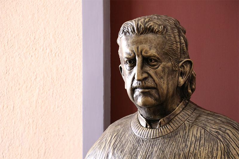 Reconoce Secretaría de Cultura trayectoria de Héctor Azar