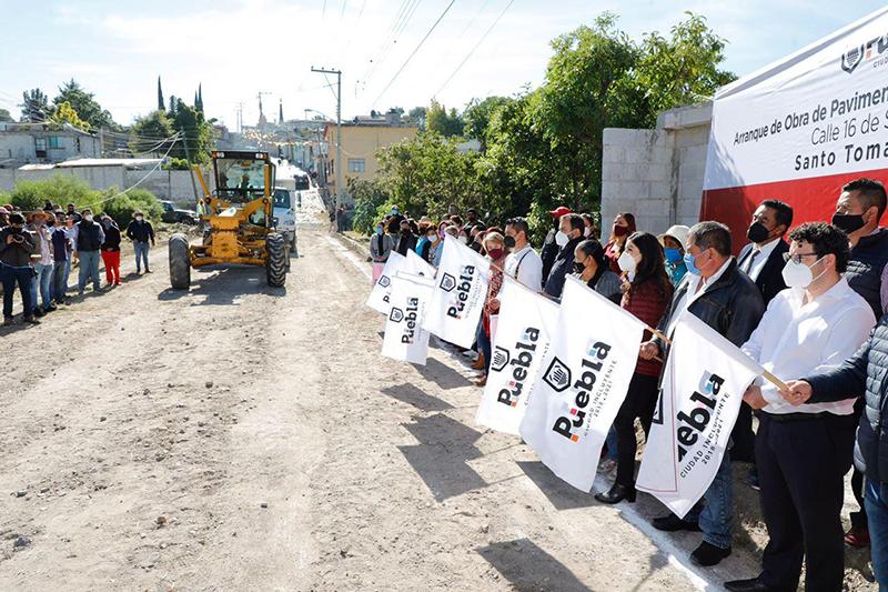 Ayuntamiento de Puebla comienza pavimentación de calle 16 de Septiembre en Santo Tomás Chautla