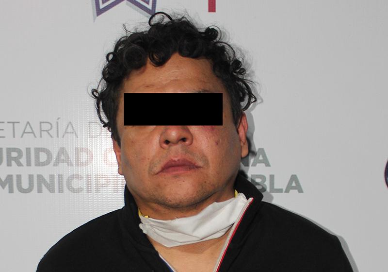 Mediante persecución, Policía Municipal de Puebla detiene a hombre por portación ilegal de arma de fuego