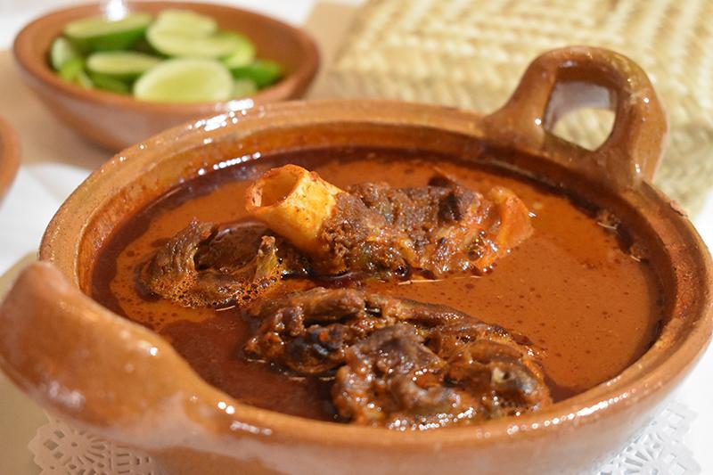 Ayuntamiento de Puebla invita a locales y visitantes a disfrutar el mole de caderas