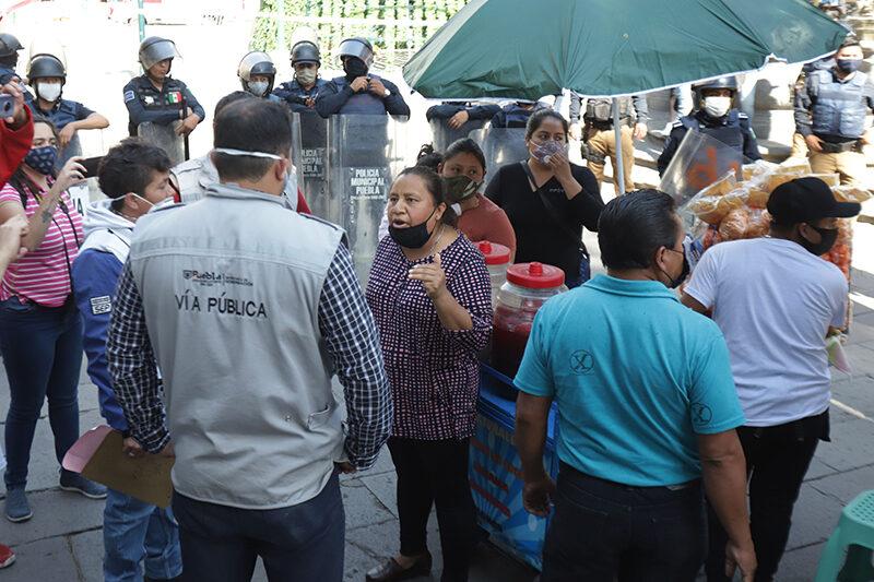 Ambulantes invaden el zócalo; Gobernación pone orden