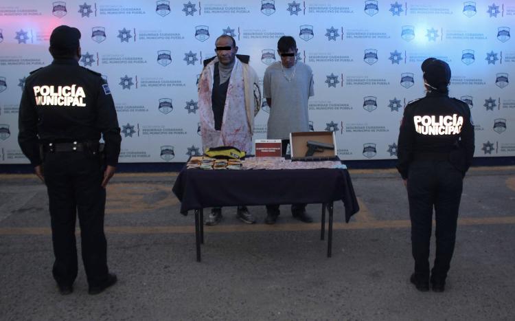 Recupera Policía Municipal de Puebla cerca de 33 mil pesos en efectivo, robado en una ferretería; dos hombres fueron detenidos