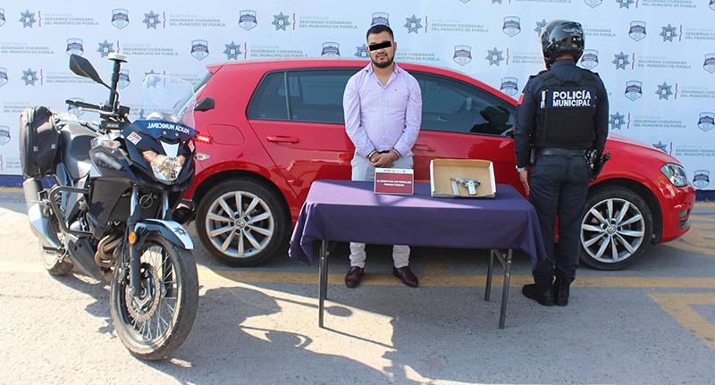 En acción efectiva, Policía Municipal de Puebla detuvo a hombre por portación ilegal de arma de fuego