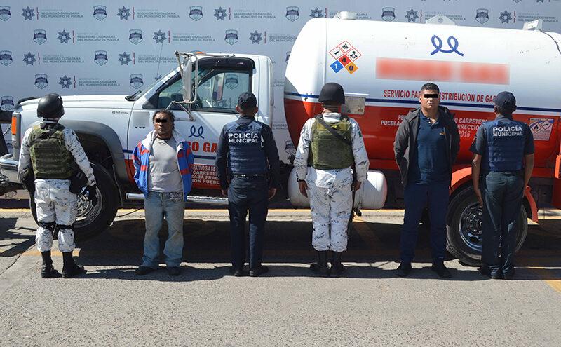 Aseguran Guardia Nacional y Policía Municipal de Puebla una pipa abastecida con Gas LP aparentemente robado