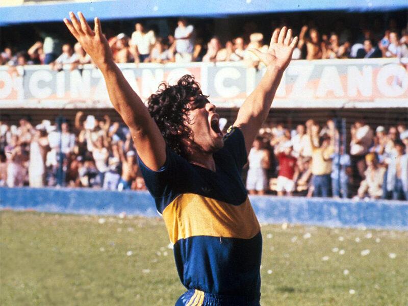 Maradona, el dios del fútbol que sufrió la fama entre escándalos y excesos
